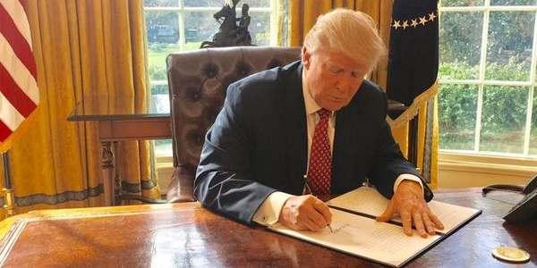 """Donald Trump Enfrenta La Ira De Los Conservadores Por La Reforma Del Plan De Salud """"Obamacare""""."""