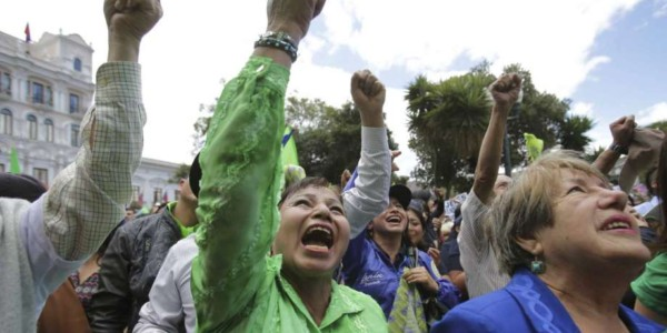 ECUADOR Y LA DEMOCRACIA.