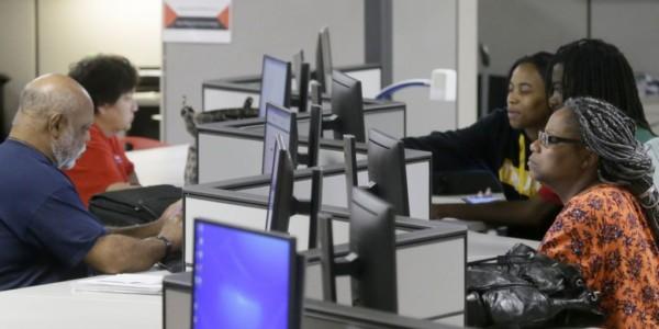 Abril: 211.000 Trabajos, Tasa De Desempleo 4,4 Por Ciento.