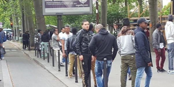 Mujeres Francesas De Origen Europeo Evitan Pisar Las Calles Del Distrito Este De París Para No Ser Insultadas Ni Agredidas.
