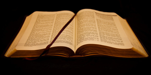"""INSÓLITO: Biblia Considerada Libro """"homofóbico"""" Y Prohibida En Escuelas."""