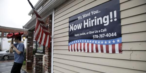 Empleos En EE.UU. Aumentan Más De Lo Previsto En Julio.