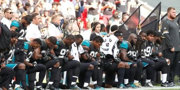 Jugadores De Fútbol De Baltimore Y Jacksonville Faltan El Respeto Al Himno Nacional De EEUU En Londres.