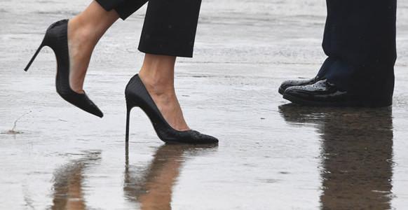 Liberales Atacan Los Zapatos De Melania Mientras Trump Visita Texas.