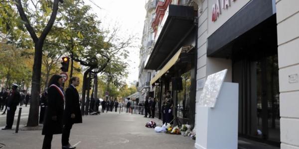 Francia Recuerda A 130 Asesinados Por ISIS En París En 2015.