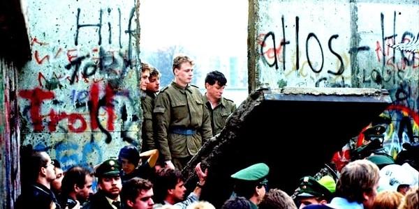 A 30 Años De La Caída Del Muro De Berlín, Cómo Y Por Qué La Libertad Aplastó A Ese Negro Símbolo Del Comunismo.