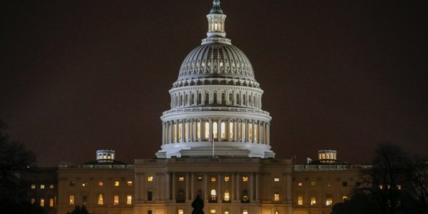 Congreso De EEUU Aprueba Un Presupuesto Temporal Y Evita El Cierre Del Gobierno.