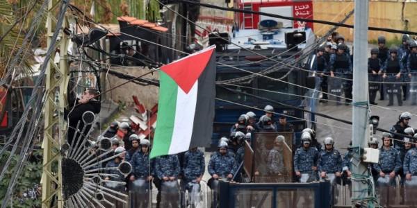 Policía Lanza Gases Contra Manifestantes Cerca De Embajada De EEUU En Beirut.