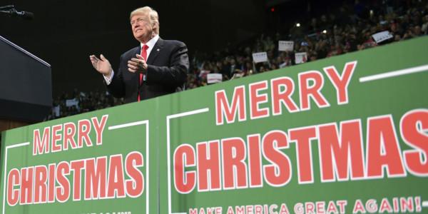 """Trump Transmite Alto Y Claro Su Mensaje De """"Feliz Navidad"""""""