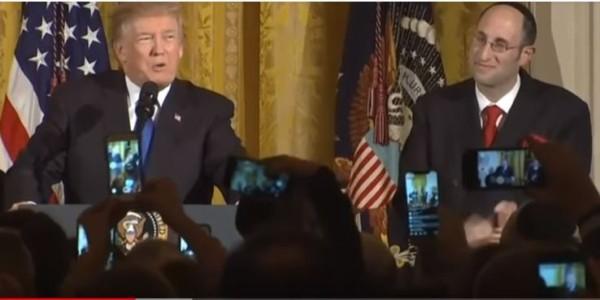 VÍDEO: Trump Vuelve A Emocionar Al Pueblo Judío Durante Su Discurso Anual Por Janucá.