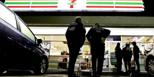 Estados Unidos: Agentes De Inmigración Realizaron Redadas En Tiendas 7-Eleven De Todo El País.