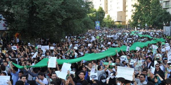 """Irán: El Régimen Grita """"¡Muerte A América!"""" Y La Calle, """"¡Muerte A Los Mulás!"""""""