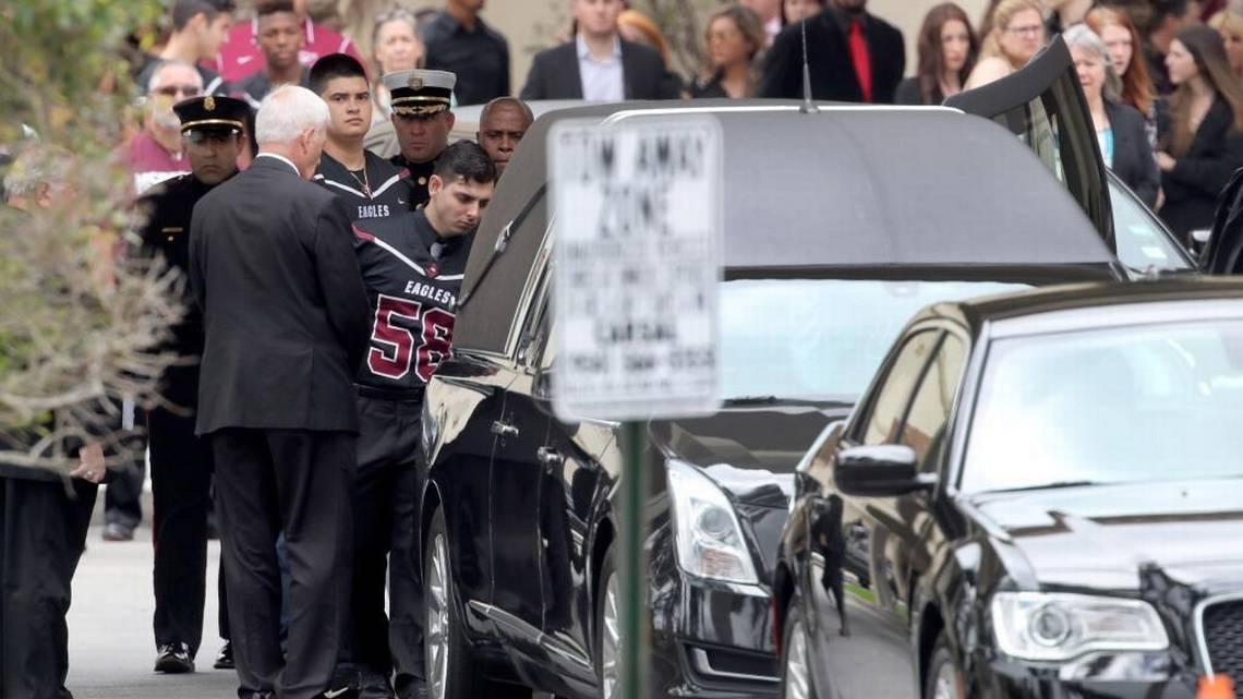 Aaron Feis: Adiós A Un 'gigante Amable' Que Sacrificó Su Vida Por Salvar A Sus Estudiantes.