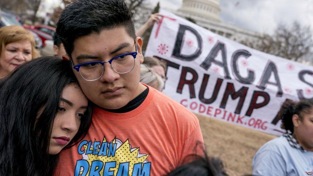 El DACA Debió Terminar Hoy, Pero Continuará Por Ahora.