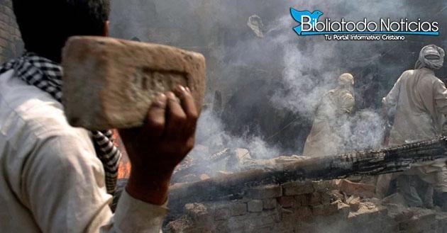 Musulmanes Atacan Brutalmente A Cristianos Con Ladrillos Tras Anuncio De La Pascua.