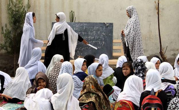 Las Feministas Ignoran El Suceso: Envenenadas Presuntamente Por Talibanes 24 Estudiantes En Una Escuela Del Sur De Afganistán.