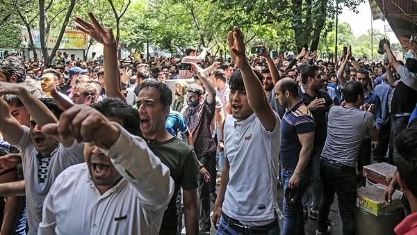 Crecen Las Protestas En Irán: Miles De Manifestantes Salieron A La Calle Agobiados Por La Crisis Económica.