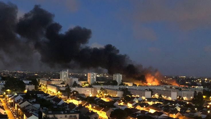 Bandas De Fanáticos Islamistas, Radicales De Ultraizquierda Y Hordas De Delincuentes Convierten A Nantes En Un Polvorín.