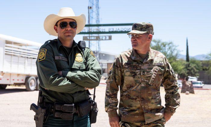 Defensa De EE.UU. Busca 12.000 Camas Para Inmigrantes Ilegales Y Solicitantes De Asilo.