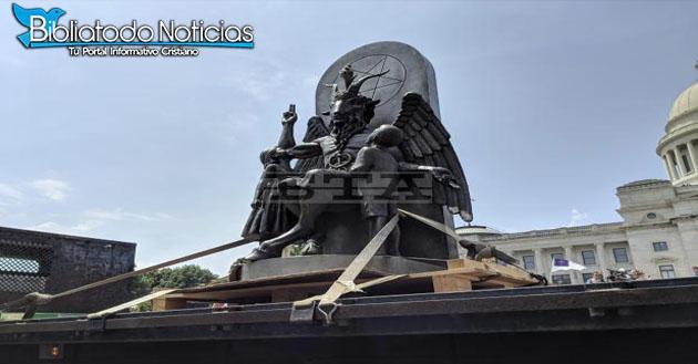 Estatua De Satanás Es Inaugurada Al Lado De Monumento Los 10 Mandamientos En EE.UU.