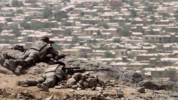 Estados Unidos Lanzó Un Ataque Aéreo Contra Una Ciudad Tomada Por Los Talibanes En Afganistán.
