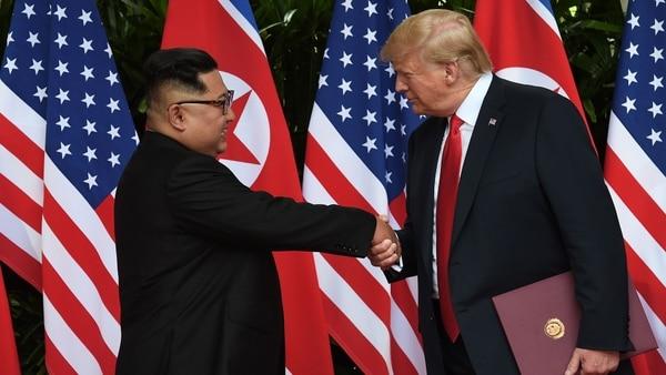 """Donald Trump Agradeció A Kim Jong-un Por La Ausencia De Misiles En El Desfile Militar: """"¡Vamos A Demostrar A Todos Que Están Equivocados!"""""""