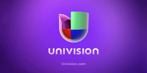 Presentador De Univision Difama A Ayudante Hispana De Trump.