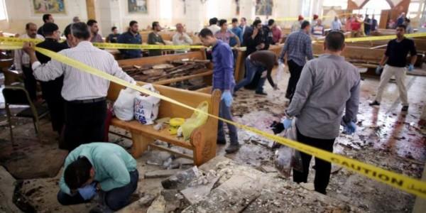 Al Menos 24 Muertos Y 27 Heridos En Un Atentado Contra Un Autobús Que Trasladaba Cristianos Coptos En Egipto.
