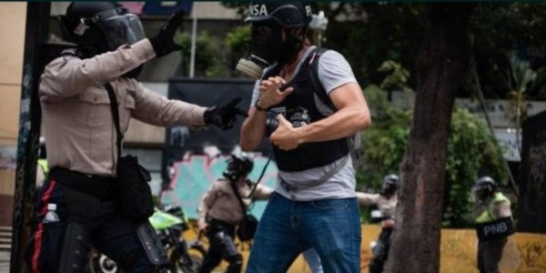 Brutal Represión En Venezuela Alcanzó A 376 Periodistas Durante Protestas.