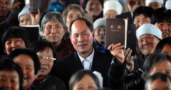 Cada Año 100 Mil Personas Aceptan A Cristo En China A Pesar De Persecución.