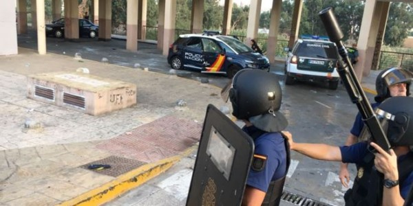 Los Policías Solicitan Al Gobierno Pistolas Eléctricas Para Enfrentarse A Futuras Amenazas De Los Islamistas.