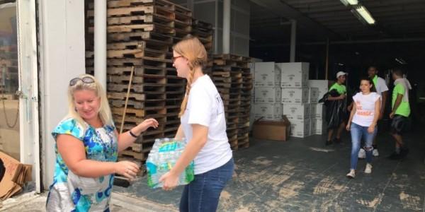 Transportan Toneladas De Ayudas Desde Miami A Puerto Rico