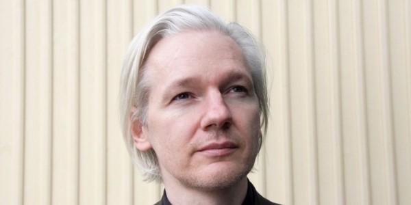 Assange Ofrece Evidencia De Que Vínculos Trump-Rusia Son Falsos A Cambio De Un Perdón Presidencial.
