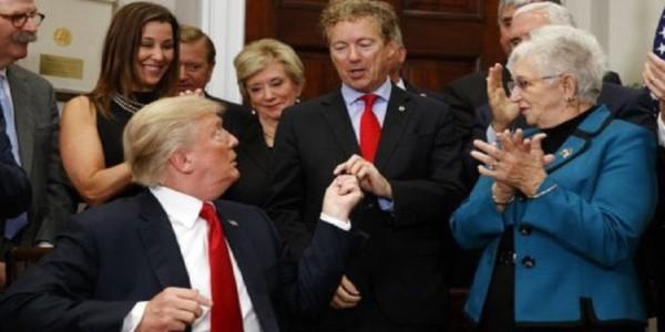Decreto De Trump Sobre Obamacare Da Mayor Libertad A Los Estadounidenses.