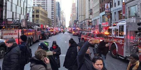 Un Islamista De Bangladesh Causa Una Explosión En La Estación De Autobuses De Manhattan Y Hiere A Cuatro Personas.