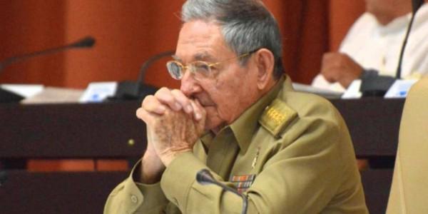 Raúl Castro Visita Su Propia Tumba.