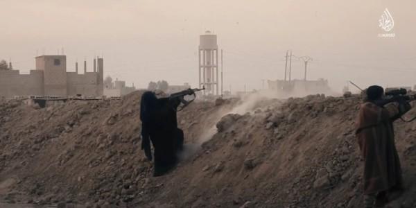 ISIS Muestra Por Primera Vez A Mujeres Yihadistas En Combate.