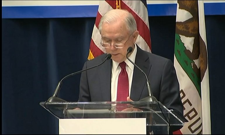 """Fiscal General De EEUU Promete Usar Todo Su """"poder"""" Contra California."""
