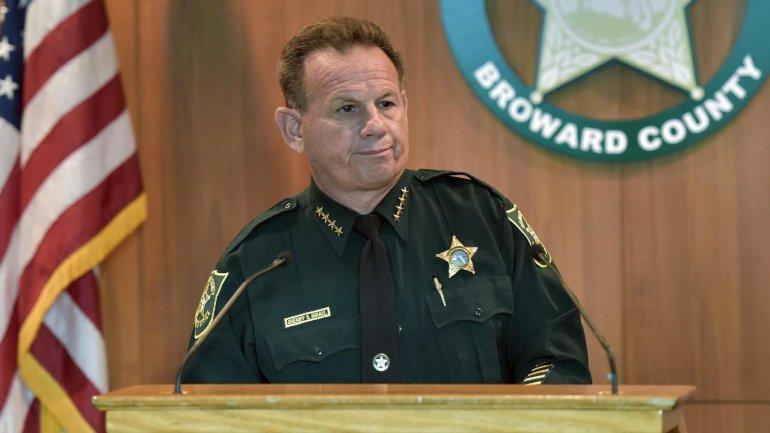 Sheriff Pierde Voto De Confianza Después Del Tiroteo En La Escuela De Parkland, Flórida.