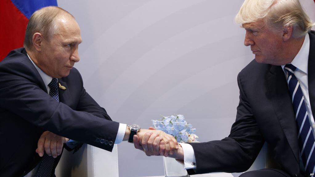 Demócratas Demandan A Rusia, Campaña De Trump Y WikiLeaks Por Interferir En Elecciones.