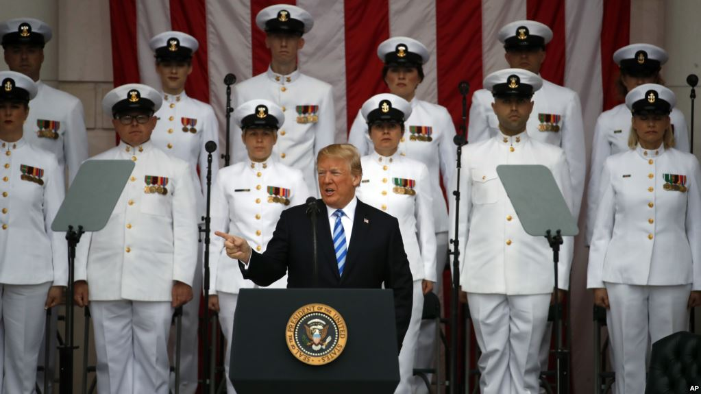 """Trump Honra A Los """"grandes Héroes"""" De EE.UU. En El Día De Los Caídos."""