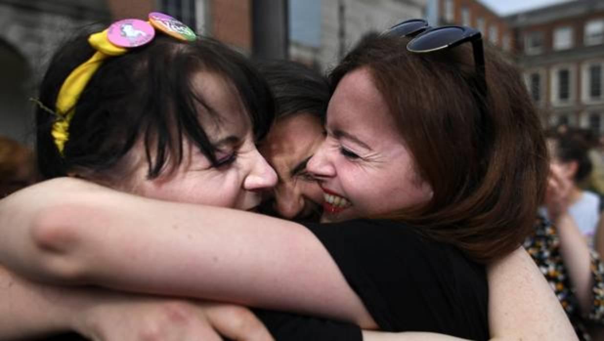 Irlanda Ya Ha Dejado De Ser Católica: Los Irlandeses Votan A Favor De La Ley Del Aborto Con El 66,4% De Los Votos.