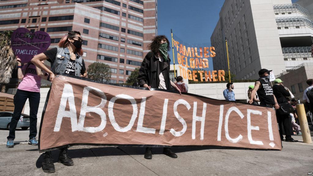 Insólito: Los Demócratas Quieren Abolir El Servicio De Inmigración Y Control De Aduanas.
