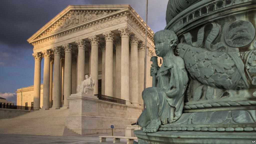 Senadores Discuten Derecho Al Aborto, Mientras Trump Elige Candidato A Corte Suprema.