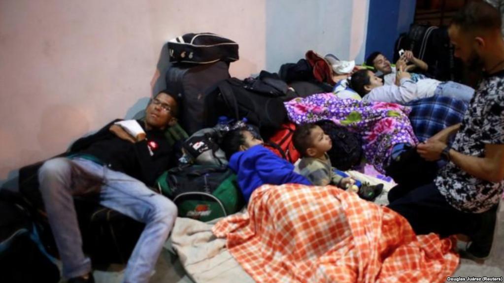 Venezolanos Sin Pasaporte Ingresan A Perú Como Refugiados.