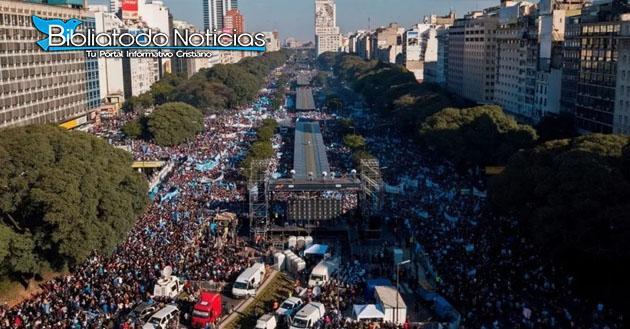 Más De 650 Mil Cristianos Oran Contra La Legalización Del Aborto En Las Calles De Argentina.