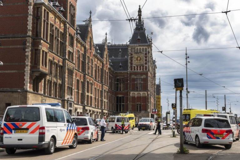 Dos Turistas De EEUU Son Apuñalados Por Atacante Afgano En Ámsterdam.