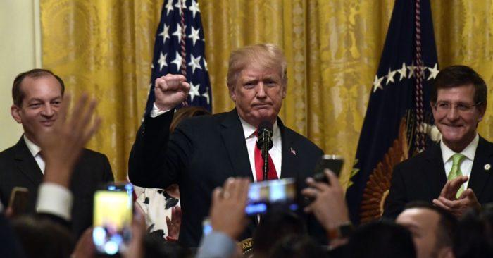 """Trump Homenajea A Los Hispanos En La Casa Blanca: """"Somos Todos Una Gran Familia"""""""