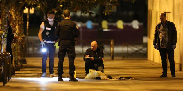 Afgano Ataca Con Un Cuchillo A Siete Personas En París.