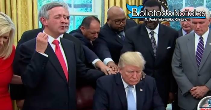 A Pesar De Las Polémicas, La Mayoría De Los Pastores Cristianos Apoyan Al Presidente Donald Trump.